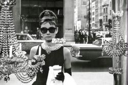 Audrey Hepburn poster (36x24) Breakfast At Tiffany's window