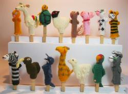 1000 KNITTED FINGER PUPPETS