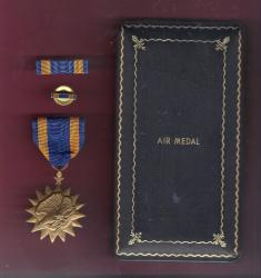 WWII Air medal in old style case with ribbon bar and lapel pin AAC