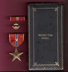 WWII Bronze Star Award medal in case box with V Device for Valor, ribbon bar and lapel pin