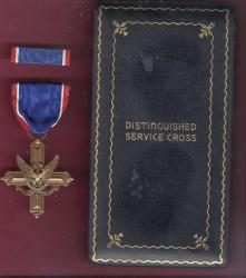 WWII Army Distinguished Service Cross medal in case box with ribbon bar Robbins WWII Contract