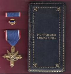 WWII Army Distinguished Service Cross Award medal in case box with ribbon bar and lapel pin DSC