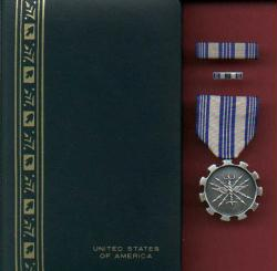 Air Force USAF Achievement Medal in Case with ribbon bar and lapel pin