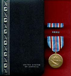 WWII American Campaign Military Award Medal in Case with ribbon bar and lapel pin