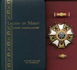 US Legion of Merit Chief Commander Award medal cased set with ribbon bar and lapel pin