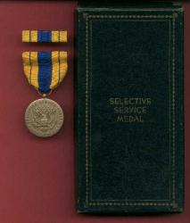 WWII Selective Service medal in case with ribbon bar