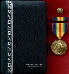 World War I Victory Military Award Medal in Case with ribbon bar and discharge pin